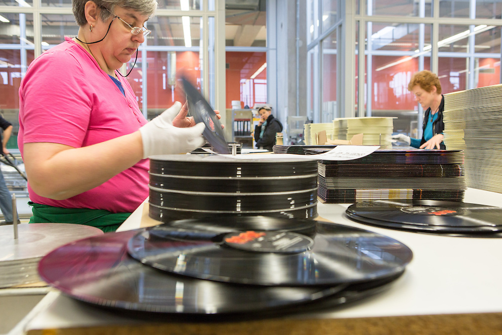Germany - Deutschland - Optimal Media GmbH - Vinyl Schallplatten Pressung, Fertigung, Produktion; Vinyl Record Pressing - the biggest factory in Germany for record production; HERE: Packaging;Quality Controll; ACDC Record       Roebel, 11.12.14; © Christian Jungeblodt