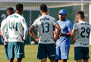 30.04.2018 - SÃO PAULO, SP -  O tecnico Roger Machado durante o treino do Palmeiras no CT da Barra Funda na zona oeste de São Paulo na tarde desta segunda-feira 30 ( Foto: MARCELO D.SANTS / FRAMEPHOTO )