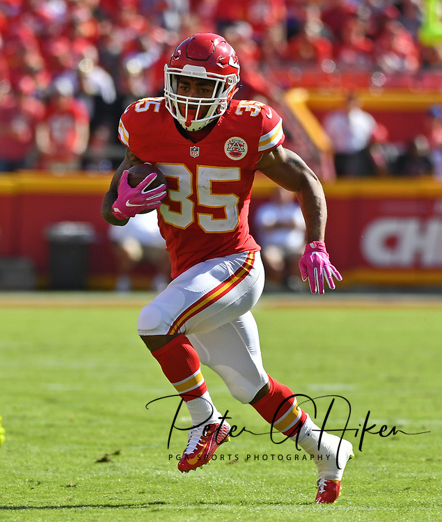 KANSAS CITY, MO - OCTOBER 23:  Running back Charcandrick West #35 of the Kansas City Chiefs rushes to the outside against the New Orleans Saints during the second half on October 23, 2016 at Arrowhead Stadium in Kansas City, Missouri.  (Photo by Peter Aiken/Getty Images) *** Local Caption *** Charcandrick West