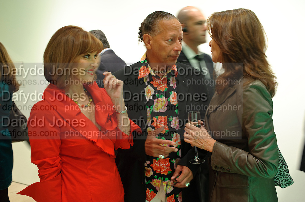 STEPHANIE SEYMOUR; PETER STRAKER; CHERYL LUNGHI, Hear the World Ambassadors Ð An Exhibition of Photography by Bryan Adams , The Saatchi Gallery. Sloane sq. London. 21 July 2009. Hear the World - an initiative by Phonak, aims to raise international awareness about hearing and hearing loss<br /> STEPHANIE SEYMOUR; PETER STRAKER; CHERYL LUNGHI, Hear the World Ambassadors ? An Exhibition of Photography by Bryan Adams , The Saatchi Gallery. Sloane sq. London. 21 July 2009. Hear the World - an initiative by Phonak, aims to raise international awareness about hearing and hearing loss