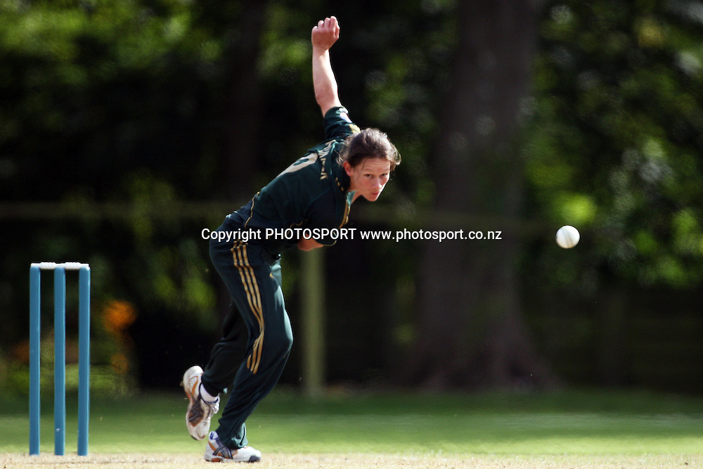 Julie Hunter bowling, New Zealand White Ferns v Australia, Rosebowl cricket series, One day international, Queens Park, Invercargill. 7 March 2010. Photo: William Booth/PHOTOSPORT