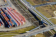 Nederland, Zuid-Holland, Rotterdam, 18-02-2015. Pernis, Oud Pernisserweg en Vondelingenweg, containers van ECT op terrein Prins Willem Alexanderhaven. Sporen van de Betuweroute.<br /> Containers of ECT terminal, Betuweroute freight train tracks.<br /> luchtfoto (toeslag op standard tarieven);<br /> aerial photo (additional fee required);<br /> copyright foto/photo Siebe Swart