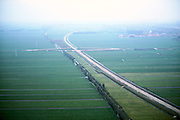 Nederland, polder het Middenblok en Binnentiendsweg ten Noorden van Neder-Hardinxveld (rechtsboven), 17-10-2001; .diagonaal met bomenrij: Binnendtiendsweg (tienden - bijbelse belasting) met parallel daaraan het zandlichaam voor de Betuweroute; midden: aanleg viaduct over toekomstig spoorlijn; ruilverkaveling. Landschap. luchtfoto (toeslag), aerial photo (additional fee)<br /> photo/foto Siebe Swart