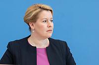 """09 APR 2020, BERLIN/GERMANY:<br /> Franziska Giffey, SPD, Bundesfamilienministerin, Pressekonferenz """"Unterrichtung der Bundesregierung zur Bekämpfung des Coronavirus"""", Bundespressekonferenz<br /> IMAGE: 20200409-01-012<br /> KEYWORDS: BPK"""