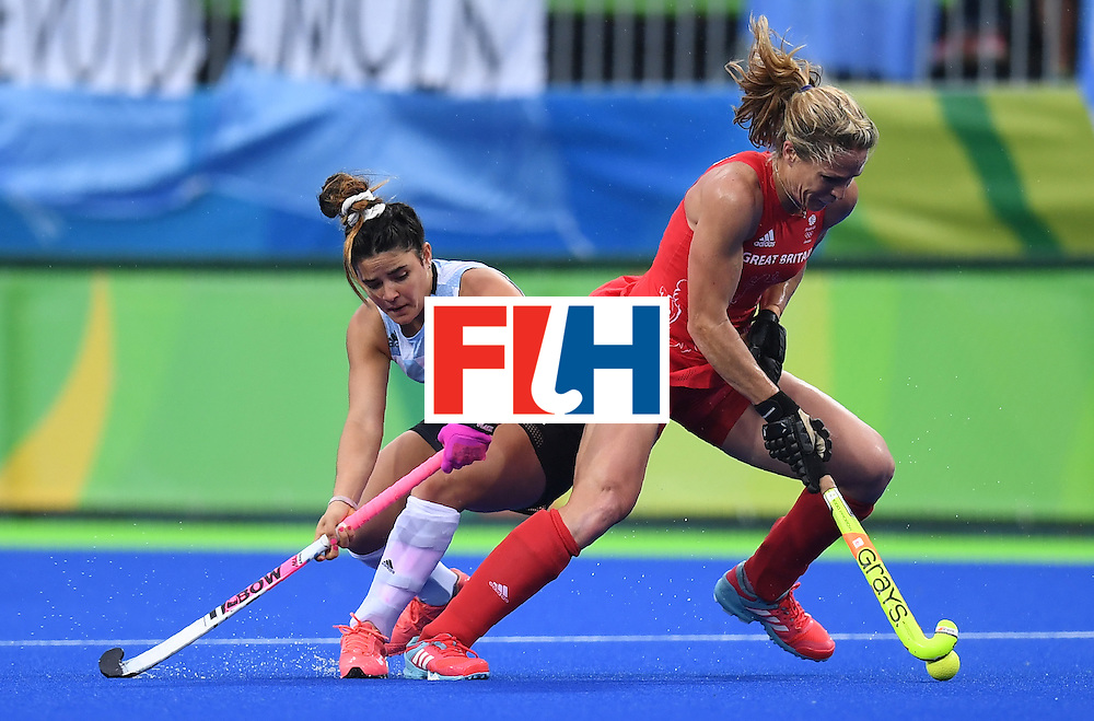 Britain's Crista Cullen (R) vies for the ball with Argentina's Maria Granatto during the women's field hockey Britain vs Argentina match of the Rio 2016 Olympics Games at the Olympic Hockey Centre in Rio de Janeiro on August, 10 2016. / AFP / MANAN VATSYAYANA        (Photo credit should read MANAN VATSYAYANA/AFP/Getty Images)