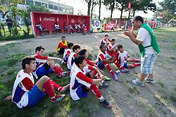 Lance da partida entre Cruzeirinho x Unidos da Praça válida pela Copa Coca-Cola 2013 na Praça Cândido de Menezes, em Porto Alegre. FOTO: Vinícius Costa/Preview.com