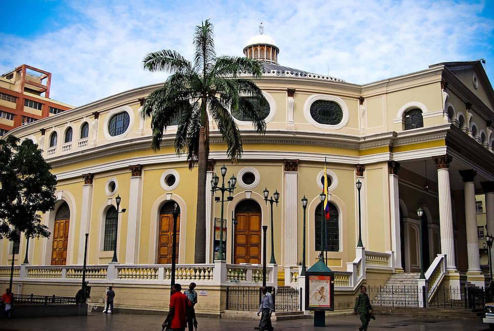 TEATRO MUNICIPAL DE CARACAS<br /> Caracas - Venezuela 2008<br /> Photography by Aaron Sosa<br /> <br /> El Teatro Municipal de Caracas es un espacio dedicado a la representaci&oacute;n de &oacute;peras, espect&aacute;culos musicales y obras de teatro, y uno de los m&aacute;s importantes de Caracas hasta la inauguraci&oacute;n del Teatro Teresa Carre&ntilde;o en 1983. Est&aacute; ubicado en el centro hist&oacute;rico de la ciudad, en la esquina Municipal de El Silencio.