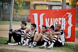 Lance de jogo entre as equipes do Sheik  x Multiagil, no campo do Minuano, em partida válida pela Copa Kaiser de Futebol Amador 2012.  FOTO: Jefferson Bernardes/Preview.com