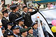 """Amsterdam Canal Parade 2011, dat een onderdeel is van de Amsterdam Gay Pride. De Canal Parade, een bonte stoet van boten die op de eerste zaterdag van augustus door de grachten vaart, gewoonlijk vanaf het Westerdok via de Prinsengracht, Amstel, Zwanenburgwal en Oudeschans naar het Oosterdok. <br /> <br /> Daniel """"Dan"""" Choi is a former American infantry officer in the United States Army who served in combat in the Iraq war during 2006-2007.He became an LGBT rights activist following his coming out on The Rachel Maddow Show in March 2009 and has been publicly challenging America's Don't Ask, Don't Tell policy, which forbids lesbian, gay and bisexual (LGB) service members from serving openly."""