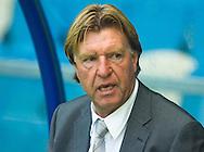 11-8-2007 VOETBAL VRIENDSCHAPPELIJK VITESSE - BILBAO Arnhem: de vriendschappelijke wedstrijd Vitesse - Athletic de Bilbao wordt gestaakt na een vechtpartij; trainer Aad de Mos; FOTO: JOEP LEENEN