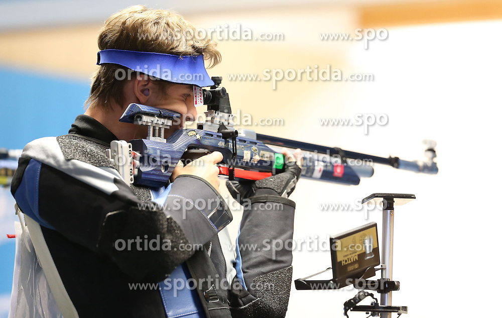 05.09.2015, Olympia Schiessanlage Hochbrueck, Muenchen, GER, ISSF World Cup 2015, Gewehr, Pistole, Herren, 10 Meter Luftgewehr, im Bild Nazar Louginets (RUS) // during the men's 10M air rifle competition of the 2015 ISSF World Cup at the Olympia Schiessanlage Hochbrueck in Muenchen, Germany on 2015/09/05. EXPA Pictures &copy; 2015, PhotoCredit: EXPA/ Eibner-Pressefoto/ Wuest<br /> <br /> *****ATTENTION - OUT of GER*****