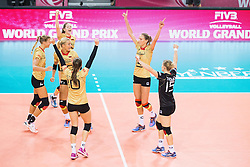 16.07.2015, Porsche-Arena, Stuttgart, GER, FIVB World Grand Prix, Deutschland vs Dominikanische Republik, Damen, im Bild Jubel zum gewonnen Satz Marie Schoelzel #22 (Deutschland/Germany), Mareen Apitz #20 (Deutschland/Germany), Margareta Kozuch #14 (Deutschland/Germany) und Lisa Thomsen #15 (Deutschland/Germany) // during the women's FIVB 2015 World Grand Prix match between Germany and Dominican Republic at the Porsche-Arena in Stuttgart, Germany on 2015/07/16. EXPA Pictures © 2015, PhotoCredit: EXPA/ Eibner-Pressefoto/ Wuechner<br /> <br /> *****ATTENTION - OUT of GER*****