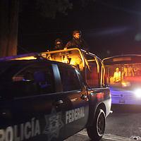 Toluca, Méx.- Esta noche fueron trasladados al albergue infantil de Zinacantepec a 25 niños de los 52 menores que fueron recibidos por el Sistema del Desarrollo Integal de la Familia del Estado de Mexico (DIFEM) procedentes del orfanato La Gran Familia en el estado de Michoacan. Agencia MVT / Beatriz Rodriguez.