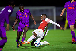 LONDON, ENGLAND - Friday, August 17, 2018: Liverpool's Bobby Adekanye (left) and Arsenal's Eddie Nketiah during the Under-23 FA Premier League 2 Division 1 match between Arsenal FC and Liverpool FC at Meadow Park. (Pic by David Rawcliffe/Propaganda)