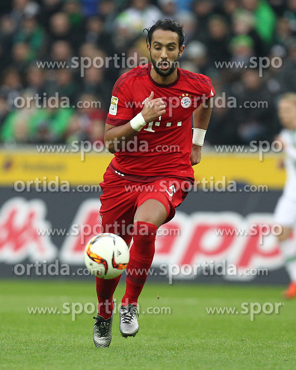 05.12.2015, Stadion im Borussia Park, Moenchengladbach, GER, 1. FBL, Borussia Moenchengladbach vs FC Bayern Muenchen, 15. Runde, im Bild Medhi Benatia (#5, FC Bayern Muenchen), // during the German Bundesliga 15th round match between Borussia Moenchengladbach and FC Bayern Muenchen at the Stadion im Borussia Park in Moenchengladbach, Germany on 2015/12/05. EXPA Pictures &copy; 2015, PhotoCredit: EXPA/ Eibner-Pressefoto/ Deutzmann<br /> <br /> *****ATTENTION - OUT of GER*****
