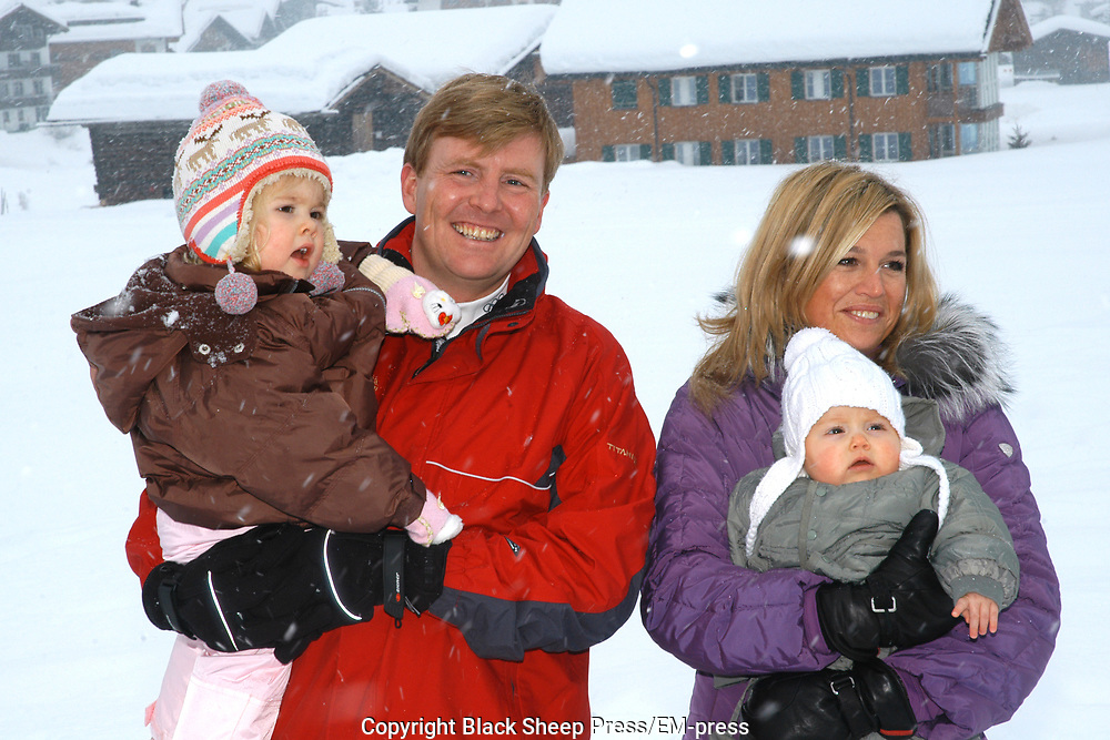 The winter sport photograph session of his royal highness the prince of oranje, her royal highness princess M&aacute;xima, her royal highness princess Catharina-Amalia and her royal highness princess Alexia during their holiday in Lech.<br />