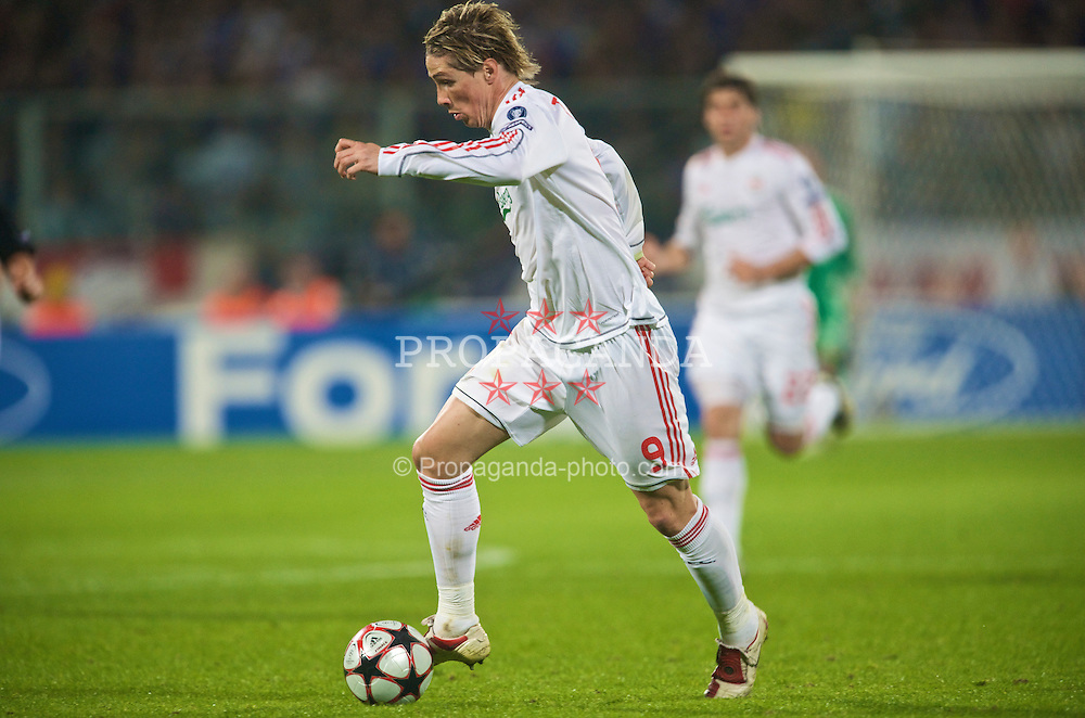FLORENCE, ITALY - Tuesday, September 29, 2009: Liverpool's Fernando Torres in action against Fiorentina during the UEFA Champions League Group E match at the Artemio Franchi. (Pic by David Rawcliffe/Propaganda)