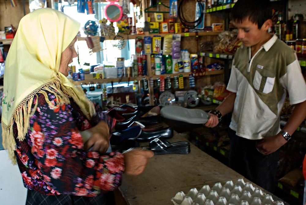 Doukhobor woman in an Armenian shop.....Femme doukhobor dans un magasin tenu par des armeniens.