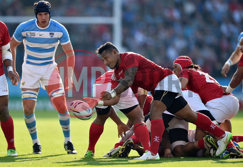 Sonatane Takulua of Tonga passes the ball - Mandatory byline: Patrick Khachfe/JMP - 07966 386802 - 04/10/2015 - RUGBY UNION - Leicester City Stadium - Leicester, England - Argentina v Tonga - Rugby World Cup 2015 Pool C.