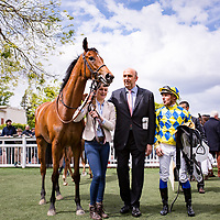 Ibiza (S. Pasquier (left, blue and yellow)) wins Prix Parade d'Amour in Saint Cloud, France,  1 may 2017, photo Zuzanna Lupa wins Prix Parade d'Amour in Saint Cloud, France,  1 may 2017, photo Zuzanna Lupa