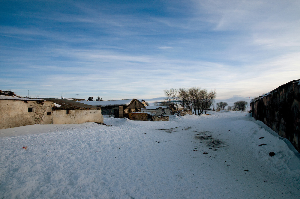 Gorelovka village where snow settles in during 5 months.....Village de Gorelovka ou la neige s'installe pendant 5 mois de l'annee.