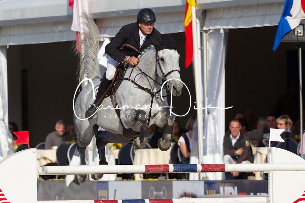 Van Roosbroeck Maurice (BEL) - Dylano<br /> Belgisch Kampioenschap Jumping - Lanaken 2011<br /> &copy; Dirk Caremans