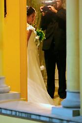 Paula Roussef (32) chega para a cerimônia religiosa do seu casamento que acontece as 21h desta sexta-feira na igreja Sao Jose e contara com a presenca do presidente Luiz Inacio Lula da Silva e de pelo menos seis ministros de Estado e oito governadores. FOTO: Jefferson Bernardes / Preview.com