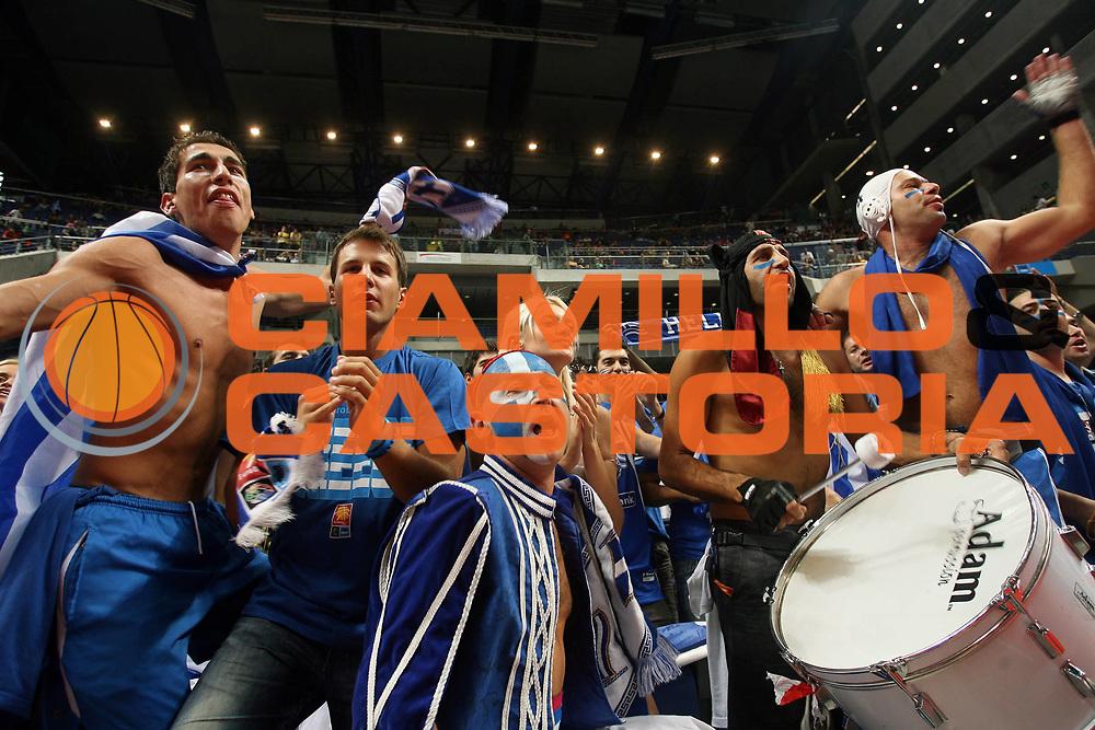 DESCRIZIONE : Madrid Spagna Spain Eurobasket Men 2007 Quarter Final Quarti di Finale Grecia Greece Slovenia Slovenia <br /> GIOCATORE : Supporters Tifosi<br /> SQUADRA : Grecia Greece <br /> EVENTO : Eurobasket Men 2007 Campionati Europei Uomini 2007 <br /> GARA : Grecia Greece Slovenia Slovenia <br /> DATA : 14/09/2007 <br /> CATEGORIA : Tifosi<br /> SPORT : Pallacanestro <br /> AUTORE : Ciamillo&amp;Castoria/A.Vlachos <br /> Galleria : Eurobasket Men 2007 <br /> Fotonotizia : Madrid Spagna Spain Eurobasket Men 2007 Quarter Final Quarti di Finale Grecia Greece Slovenia Slovenia <br /> Predefinita :