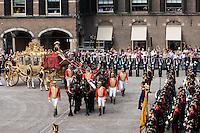 Nederland. Den Haag, 16 september 2008.<br /> Prinsjesdag.<br /> De Gouden Koets nadert de Ridderzaal om de Koningin op te halen.<br /> Foto Martijn Beekman<br /> NIET VOOR PUBLIKATIE IN LANDELIJKE DAGBLADEN.