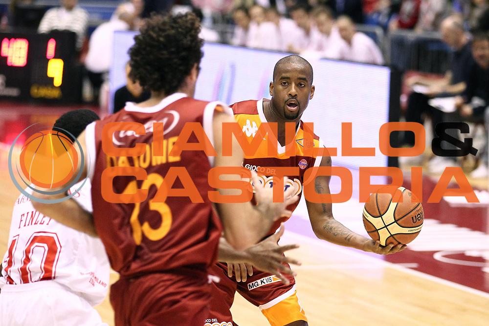 DESCRIZIONE : Milano Lega A 2010-11 Armani Jeans Milano Lottomatica Virtus Roma<br /> GIOCATORE : Darius Washington<br /> SQUADRA : Lottomatica Virtus Roma<br /> EVENTO : Campionato Lega A 2010-2011<br /> GARA : Armani Jeans Milano Lottomatica Virtus Roma<br /> DATA : 21/11/2010<br /> CATEGORIA : Palleggio<br /> SPORT : Pallacanestro<br /> AUTORE : Agenzia Ciamillo-Castoria/G.Cottini<br /> Galleria : Lega Basket A 2010-2011<br /> Fotonotizia : Milano Lega A 2010-11 Armani Jeans Milano Lottomatica Virtus Roma<br /> Predefinita :