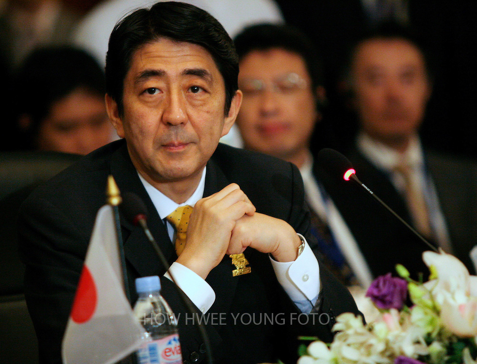 epa00902165 Japan's Prime Minister Shinzo Abe listens during the China, Japan and South Korea summit on the sideline of the ASEAN meetings in Cebu, central Philippines on Sunday, 14 January 2007. Leaders of the Association of South East Asian Nations (ASEAN) on Sunday talked about enhanced cooperation in trade, energy, and security with neighboring powerhouses China, Japan and South Korea.  EPA/HOW HWEE YOUNG