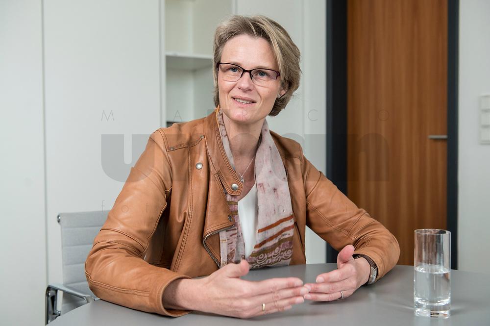 12 APR 2019, BERLIN/GERMANY:<br /> Anja Karliczek, CDU, Bundesministerin fuer Forschung und Bildung, waehrend einem Interview, in ihrem Buero, Bundesministerium fuer Forschung un Bildung<br /> IMAGE: 20190412-01-001<br /> KEYWORDS: Büro