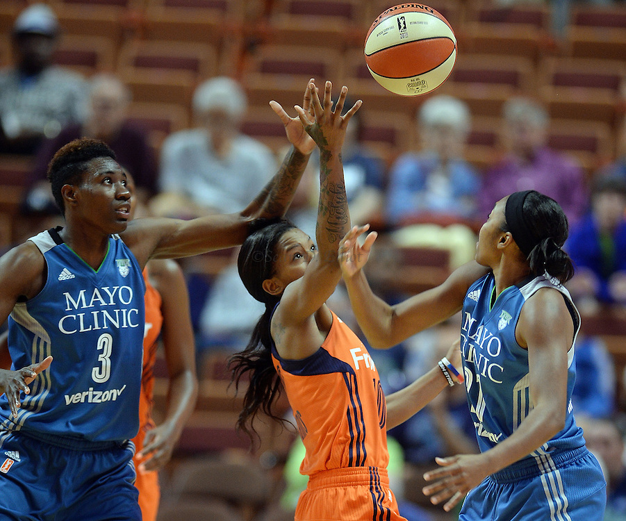7/7/16 :: SPORTS :: GRIFFEN :: Connecticut's Courtney Williams battles Minnesota's Renee Montgomery, right, and Natasha Howard  (3) for the ball in WNBA action Thursday, July 7, 2016 at Mohegan Sun Arena. The Sun came back to take a 93-89 overtime win over the defending WNBA champion Lynx. (Sean D. Elliot/The Day)