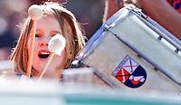 AMSTELVEEN - Jeugdige supporter van Bloemendaal met trommel tijdens de EHL wedstrijd hockey tussen de mannen van Bloemendaal en Beeston (Eng.). Foto Koen Suyk