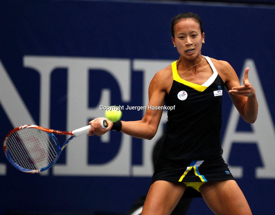 Generali Ladies Linz  2011,WTA Tour, Damen.Hallen Tennis Turnier in Linz, Oesterreich,.Anne Keothavong(GBR),,Aktion,Einzelbild,Halbkoerper,Querformat,