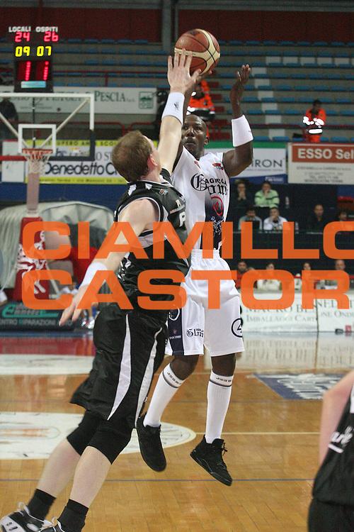DESCRIZIONE : Montecatini Legadue 2006-07 Agricola Gloria Basket Rossoblu Montecatini Pepsi Juve Caserta<br /> GIOCATORE : Carr<br /> SQUADRA : Agricola Gloria Basket Rossoblu Montecatini<br /> EVENTO : Campionato Legadue 2006-2007<br /> GARA : Agricola Gloria Basket Rossoblu Montecatini Pepsi Juve Caserta<br /> DATA : 12/11/2006<br /> CATEGORIA : Tiro<br /> SPORT : Pallacanestro<br /> AUTORE : Agenzia Ciamillo-Castoria/Stefano D'Errico