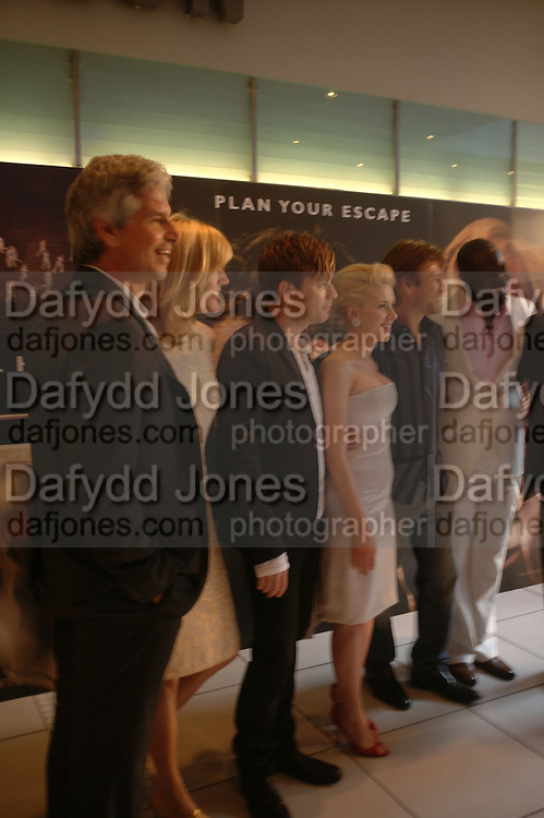 "Ewan McGregor, Scarlett Johansen, Djimon Hounsou, Sean Bean and Michael Bay, at the UK Premiere of ""The Island"" at the Odeon Leicester Square, London. 7 August 2005. , ONE TIME USE ONLY - DO NOT ARCHIVE  © Copyright Photograph by Dafydd Jones 66 Stockwell Park Rd. London SW9 0DA Tel 020 7733 0108 www.dafjones.com"