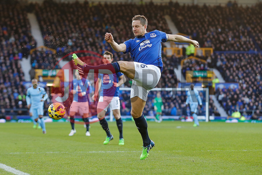 Phil Jagielka of Everton clears - Photo mandatory by-line: Rogan Thomson/JMP - 07966 386802 - 10/01/2015 - SPORT - FOOTBALL - Liverpool, England - Goodison Park - Everton v Manchester City - Barclays Premier League.