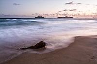 Praia dos Açores ao anoitecer. Florianópolis, Santa Catarina, Brasil. / Acores Beach at dusk. Florianopolis, Santa Catarina, Brazil.