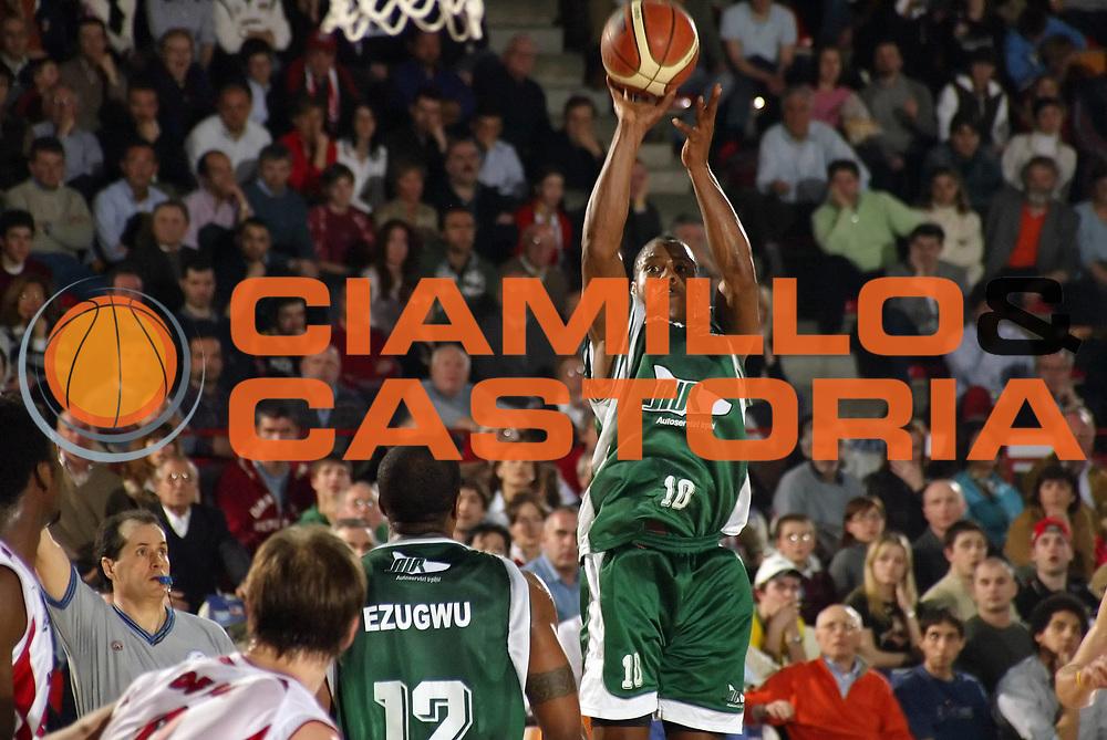 DESCRIZIONE : VARESE CAMPIONATO LEGA A1 2004-2005<br /> GIOCATORE : MIDDLETON<br /> SQUADRA : AIR AVELLINO<br /> EVENTO : CAMPIONATO LEGA A1 2004-2005<br /> GARA : CASTI GROUP VARESE-AIR AVELLINO<br /> DATA : 20/03/2005<br /> CATEGORIA : Tiro<br /> SPORT : Pallacanestro<br /> AUTORE : AGENZIA CIAMILLO &amp; CASTORIA/G.COTTINI