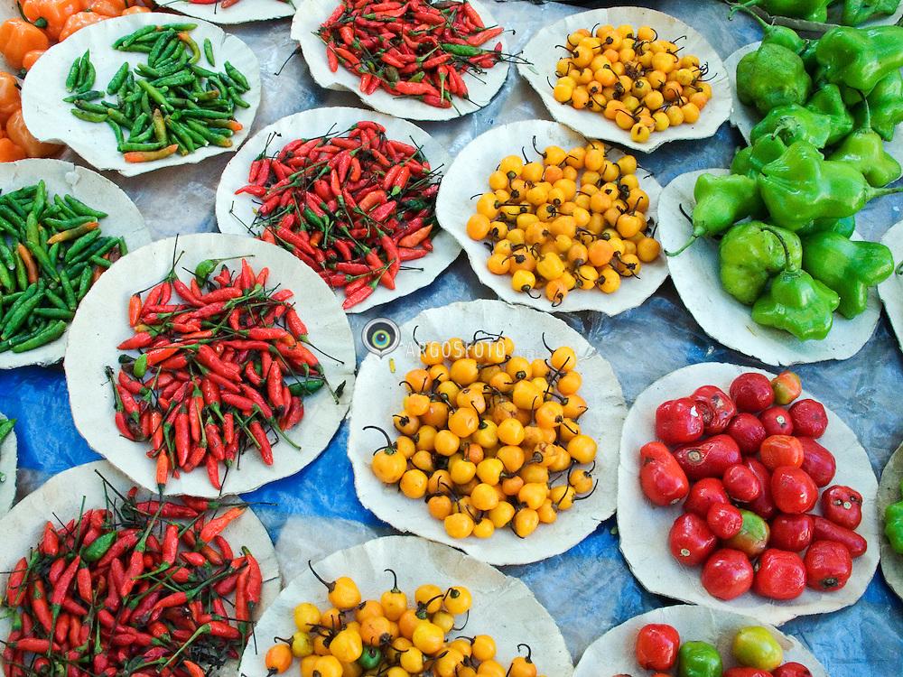 Rio de Janeiro; RJ; Brasil     06/Aug/2005.Pimentas, fotografadas na barraca de tempeiros, na feira em Laranjeiras./ Peppers at Laranjeiras Street Market..Foto Marcos Issa/Argosfoto
