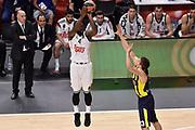 DESCRIZIONE : Madrid Eurolega Euroleague 2014-15 Final Four Semifinal Semifinale Real Madrid Fenerbahce Ulker Istanbul <br /> GIOCATORE : K.C. Rivers<br /> SQUADRA : Real Madrid<br /> CATEGORIA : tiro three points difesa<br /> EVENTO : Eurolega 2014-2015<br /> GARA : Real Madrid Fenerbahce Ulker Istanbul <br /> DATA : 15/05/2015<br /> SPORT : Pallacanestro<br /> AUTORE : Agenzia Ciamillo-Castoria/GiulioCiamillo<br /> Galleria : Eurolega 2014-2015<br /> DESCRIZIONE : Madrid Eurolega Euroleague 2014-15 Final Four Semifinal Semifinale Real Madrid Fenerbahce Ulker Istanbul
