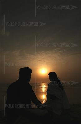 A Pakistani couple enjoy sunset at clifton beach in Karachi, Pakistan on Wednesday 21 March, 2007..Pakistan most known as an Islamic Taliban and lake of tolatent, certain youths from the middle class and upper class is finding it's way out, one foot in tredtion and the other in western way of life. Asim Hafeez/WpN