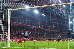 27-10-2019 NED: Ajax - Feyenoord, Amsterdam<br /> Eredivisie Round 11, Ajax win 4-0 / David Neres #7 of Ajax scores 3-0, Kenneth Vermeer #1 of Feyenoord, Marcos Senesi #4 of Feyenoord