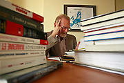 26.07.2006 Warszawa Bronislaw Geremek w siedzibie partii Demokraci udziela wywiadu Dziennikowi.Fot Piotr Gesicki Bronislaw Geremek polish prominent politician statesman, euro deputy photo Piotr Gesicki
