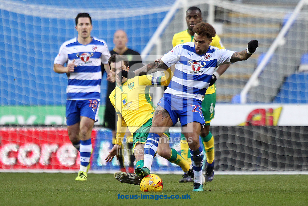 Jonny Howson of Norwich and Daniel Williams of Reading in action during the Sky Bet Championship match at the Madejski Stadium, Reading<br /> Picture by Paul Chesterton/Focus Images Ltd +44 7904 640267<br /> 26/12/2016