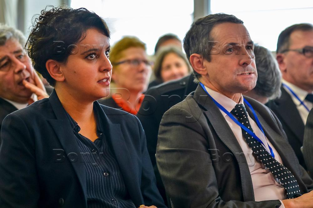 Najat VALLAUD-BELKACEM et Thierry MANDON<br /> BIOASTER, le premier institut dedie a l'innovation technologique en microbiologie, pour favoriser et accelerer des projets innovants et ambitieux dans le domaine de la sante.<br /> <br /> Apres plusieurs mois de retard et l&rsquo;intervention de la ministre de la Recherche, l&rsquo;unique Institut de recherche technologique dedie a la sant&eacute; a enfin demarrer. <br /> Ses fondateurs, de prestigieux industriels, des organismes publics et un college de PME, devront collaborer ensemble sur des projets de recherche.Au lendemain de sa nomination comme 1er ministre, Bernard Cazeneuve avait visite le laboratoire.C&rsquo;est aujourd&rsquo;hui Najat VALLAUD-BELKACEM, ministre de l&rsquo;Education nationale, de l&rsquo;Enseignement superieur et de la Recherche, et Thierry MANDON, secretaire d&rsquo;Etat charge de l&rsquo;Enseignement superieur et de la Recherche, qui inauguraient cet IRT.<br /> Ils etaient accompagnes de Louis SCHWEITZER, commissaire general a l&rsquo;Investissement.<br /> BIOASTER s&rsquo;inscrit dans une optique de developpement economique et industriel. <br /> Il a pour ambition d&rsquo;ancrer les industries de la sante sur le territoire national, de faire emerger des Entreprises de Taille Intermediaire (ETI) et de contribuer a la formation de personnels specialises, avec a terme, plusieurs centaines de chercheurs sur les filieres biotechnologiques de demain pour repondre aux enjeux de sante publique.<br /> <br /> La Fondation de Cooperation Scientifique BIOASTER  est composee de 8 membres Fondateurs : Lyonbiopole et l&rsquo;Institut Pasteur, Sanofi, Institut Merieux, Danone Research, l&rsquo;INSERM, le CNRS, le CEA. <br /> Le Conseil d&rsquo;Administration constitutif de la Fondation de Cooperation Scientifique BIOASTER est elu pour une duree de 3 ans renouvelable :<br /> <br /> President : Alain M&eacute;rieux, President de l&rsquo;Institut Merieux - <br /> Vice-President : Philippe Archinard, President 