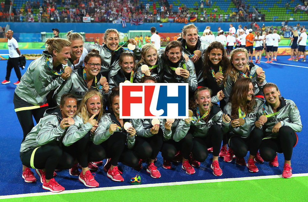 RIO DE JANEIRO, BRAZIL - AUGUST 19:  Germany players pose with their bronze medals after the medal ceremony for Women's Hockey on Day 14 of the Rio 2016 Olympic Games at the Olympic Hockey Centre on August 19, 2016 in Rio de Janeiro, Brazil.  (Photo by Tom Pennington/Getty Images)
