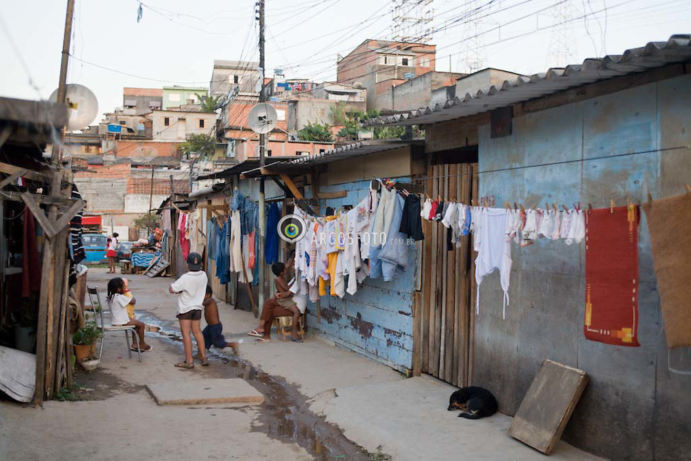 Favela em Osasco-SP, na Grande Sao Paulo / Shantytown in Osasco, Sao Paulo State.
