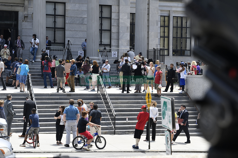 June 15, 2017 - Norristown, Pennsyvlania, United States - Waiting for the verdict tensions rise outside Montgomery Counting Courthouse as the wait is for the verdict in the Bill Cosby trial, in Norristown, Pennsylvania, on June 15, 2017  (Credit Image: © Bastiaan Slabbers/NurPhoto via ZUMA Press)